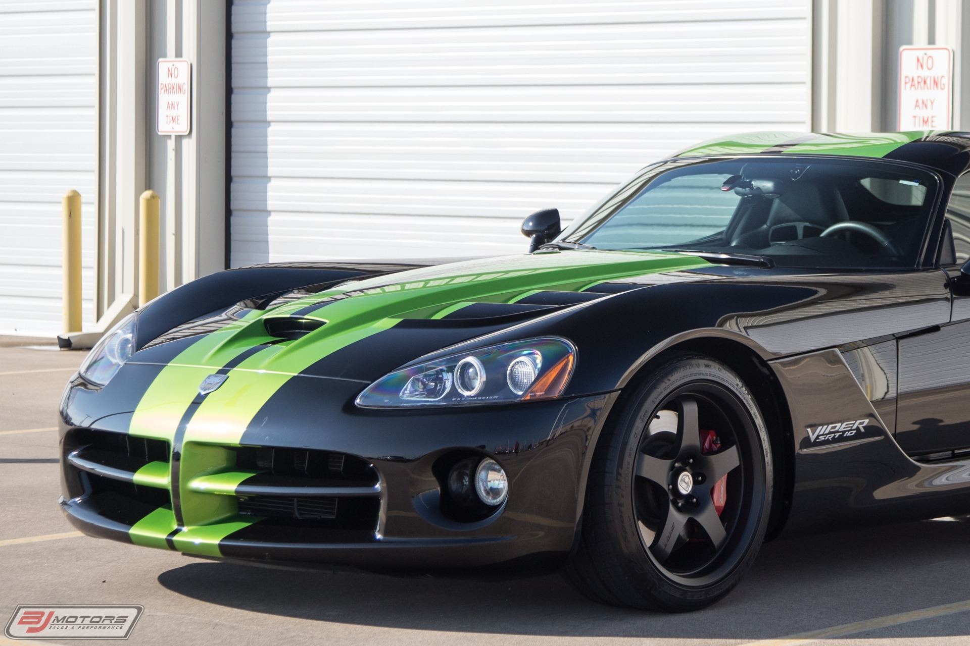 Used-2010-Dodge-Viper-SRT-10