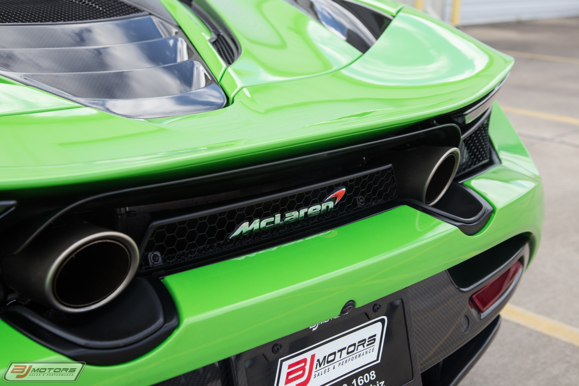 Used-2018-McLaren-720S-Performance-MSO-Mantis-Green