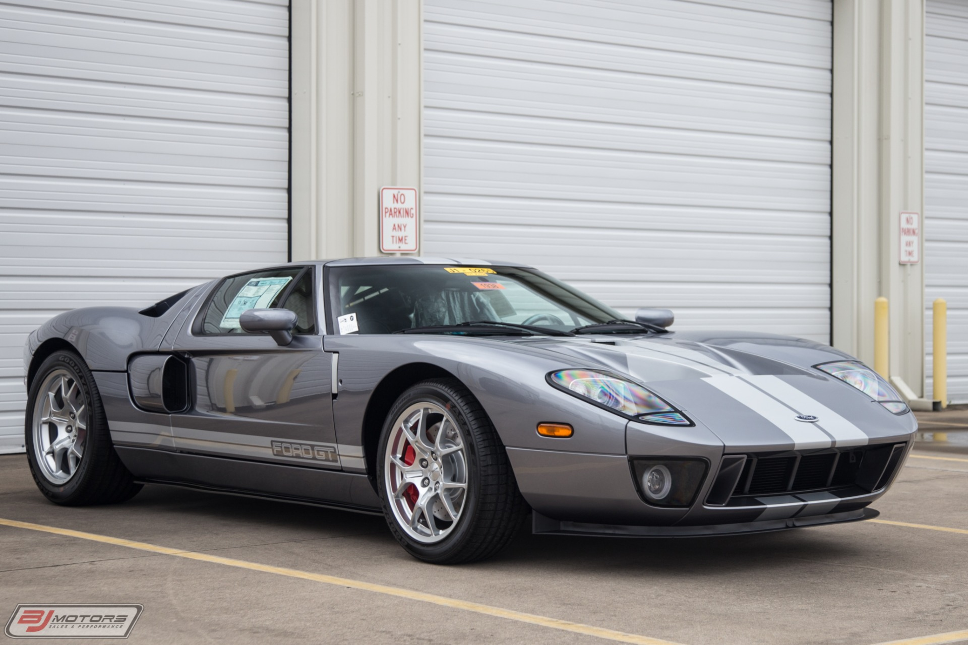 Used-2006-Ford-GT-Tungsten-with-Silver-Stripes