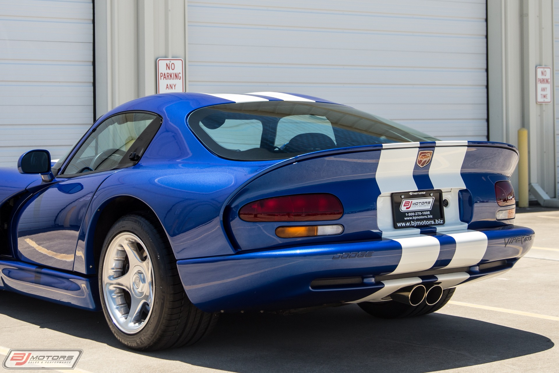 Used-1996-Dodge-Viper-GTS-Blue-and-White-Stripes