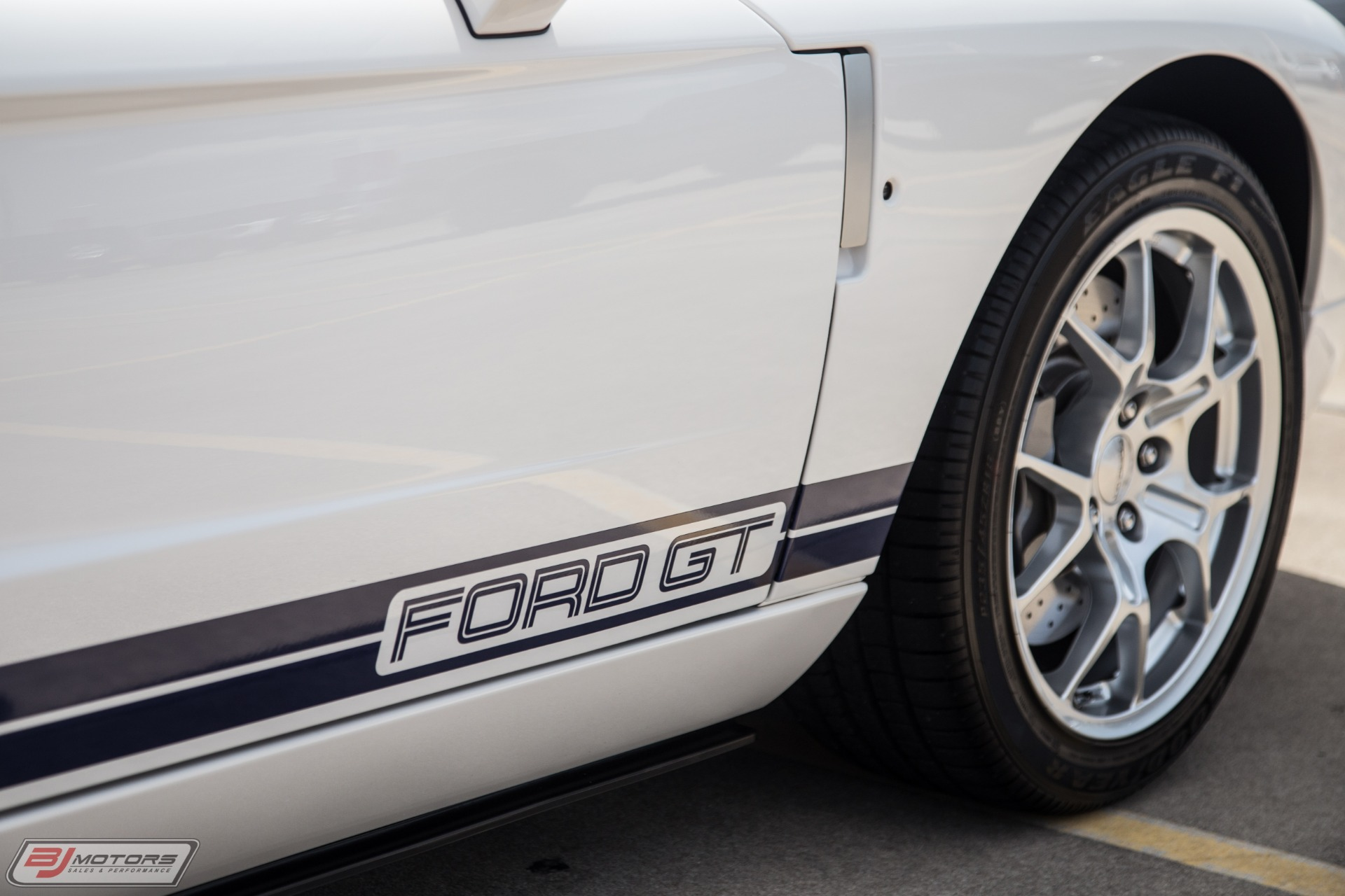Used-2005-Ford-GT-Centennial-White-with-Blue-Stripes