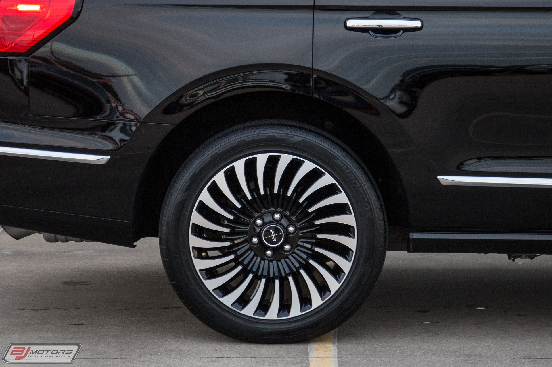 Used-2018-Lincoln-Navigator-Black-Label