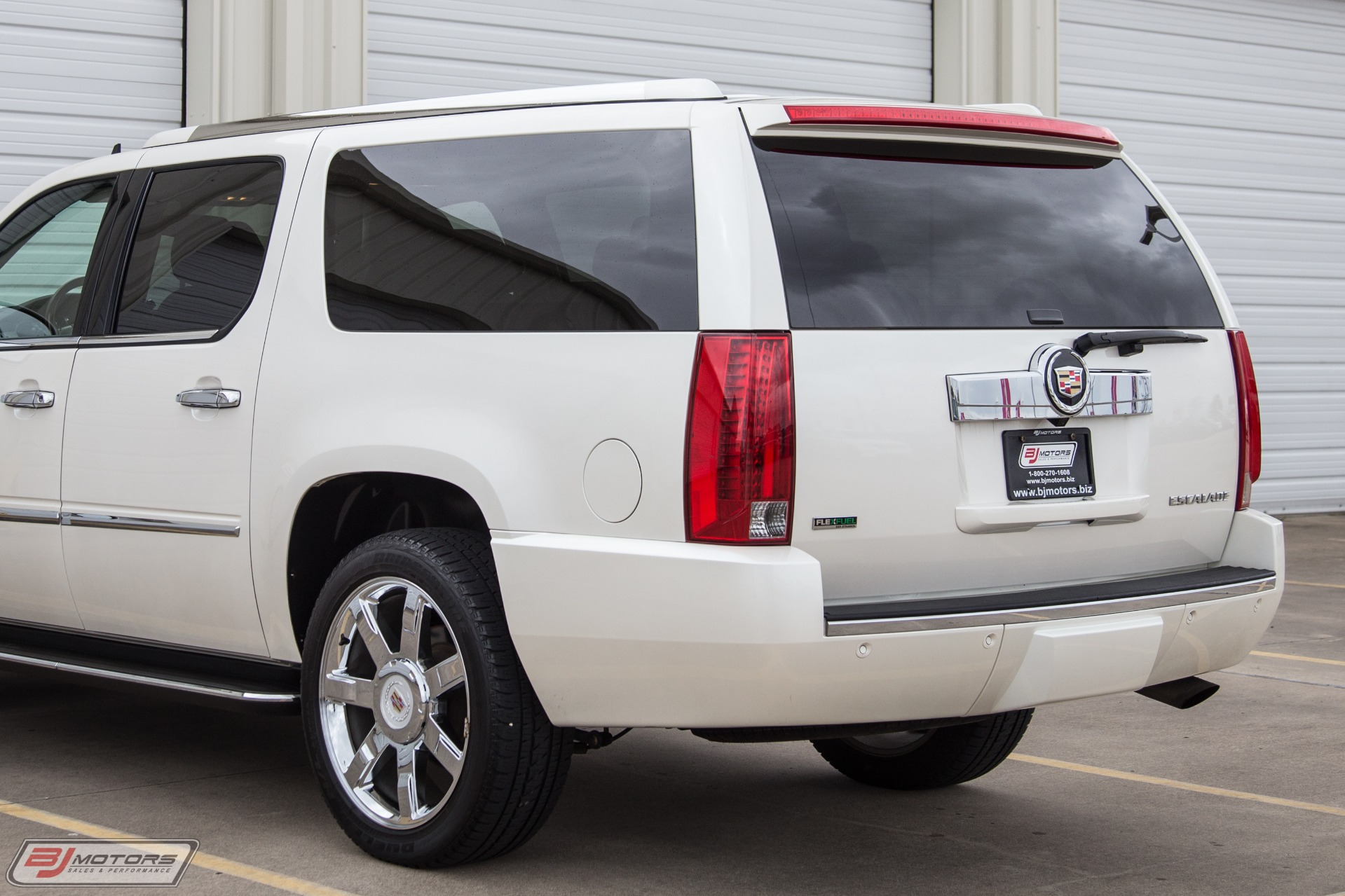 Used-2012-Cadillac-Escalade-ESV-Luxury