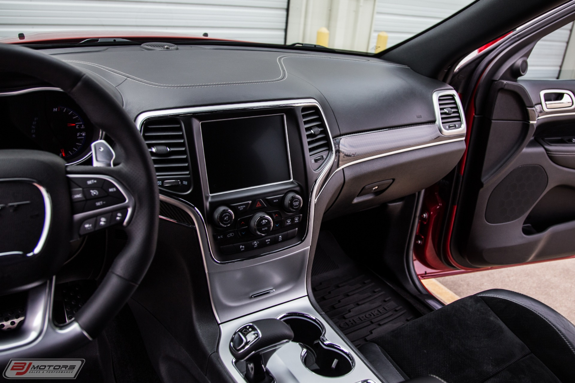 Used-2014-Jeep-Grand-Cherokee-SRT
